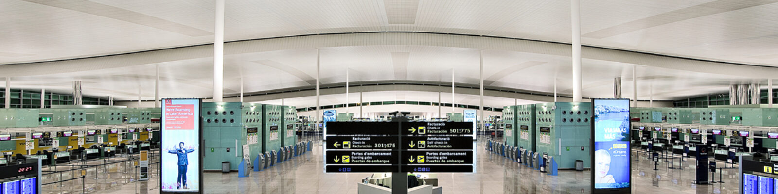 Internal view of El Prat airport in Barcelona