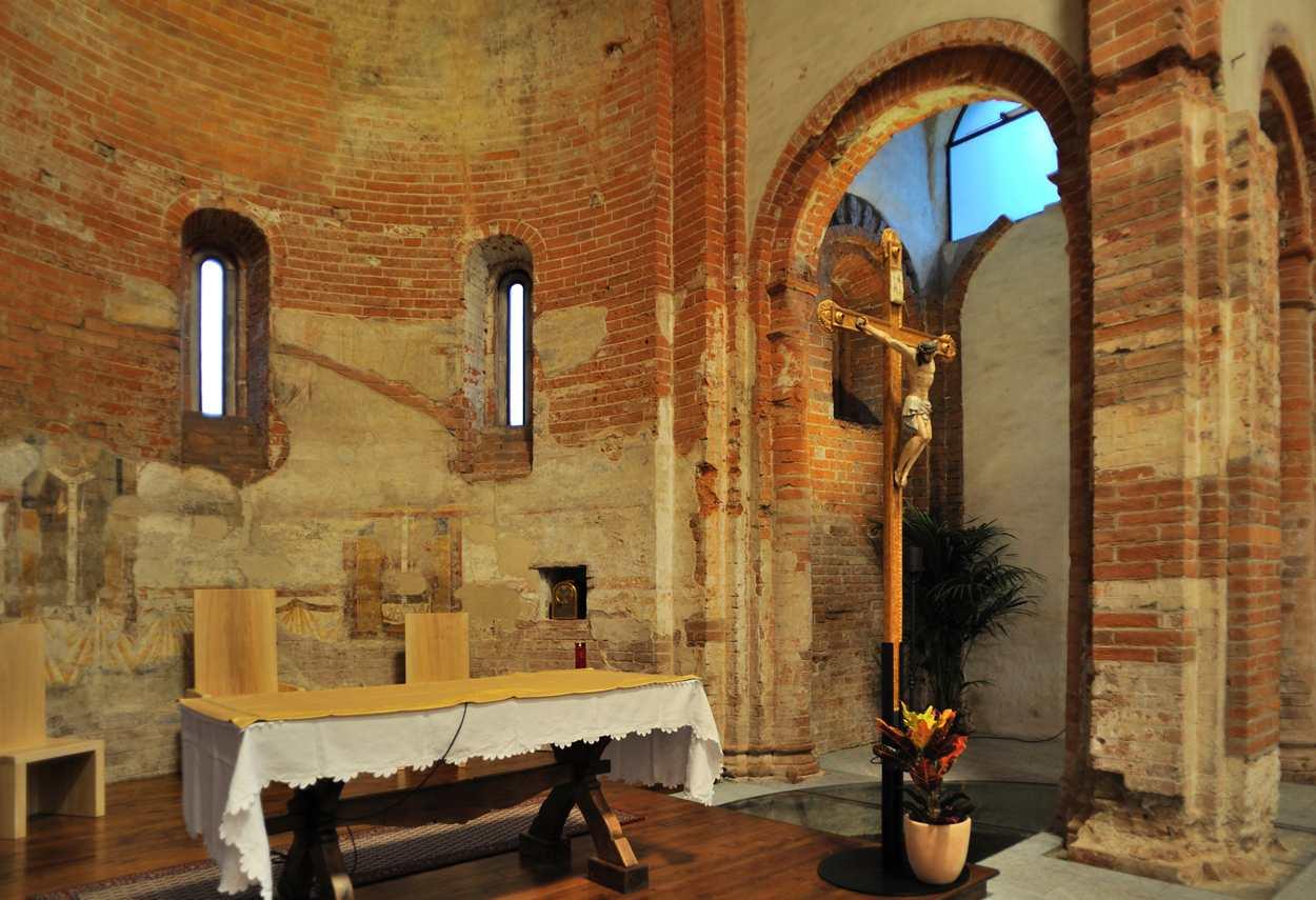 Church of Santa Maria Rossa view of the altar - building lighting design