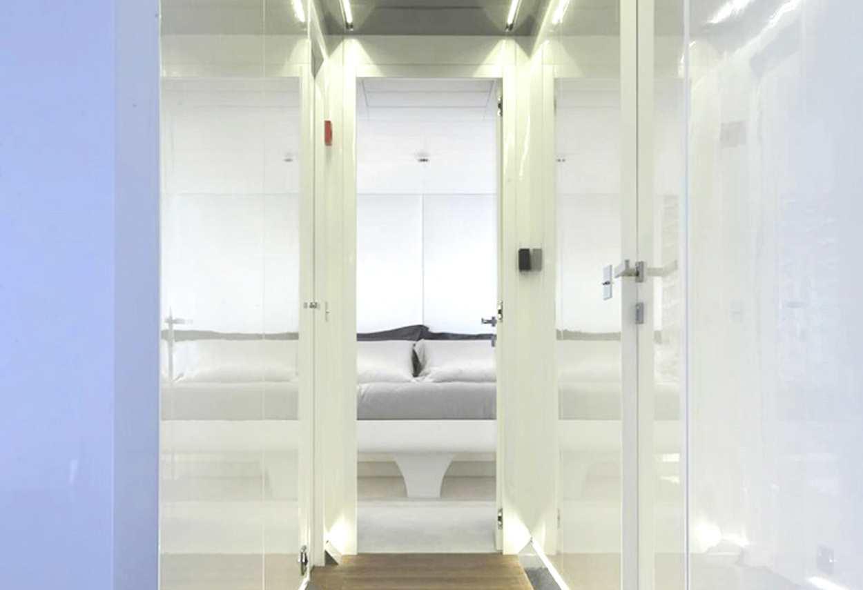 Yacht Mangusta 130 MAO room entrance - retail lighting design