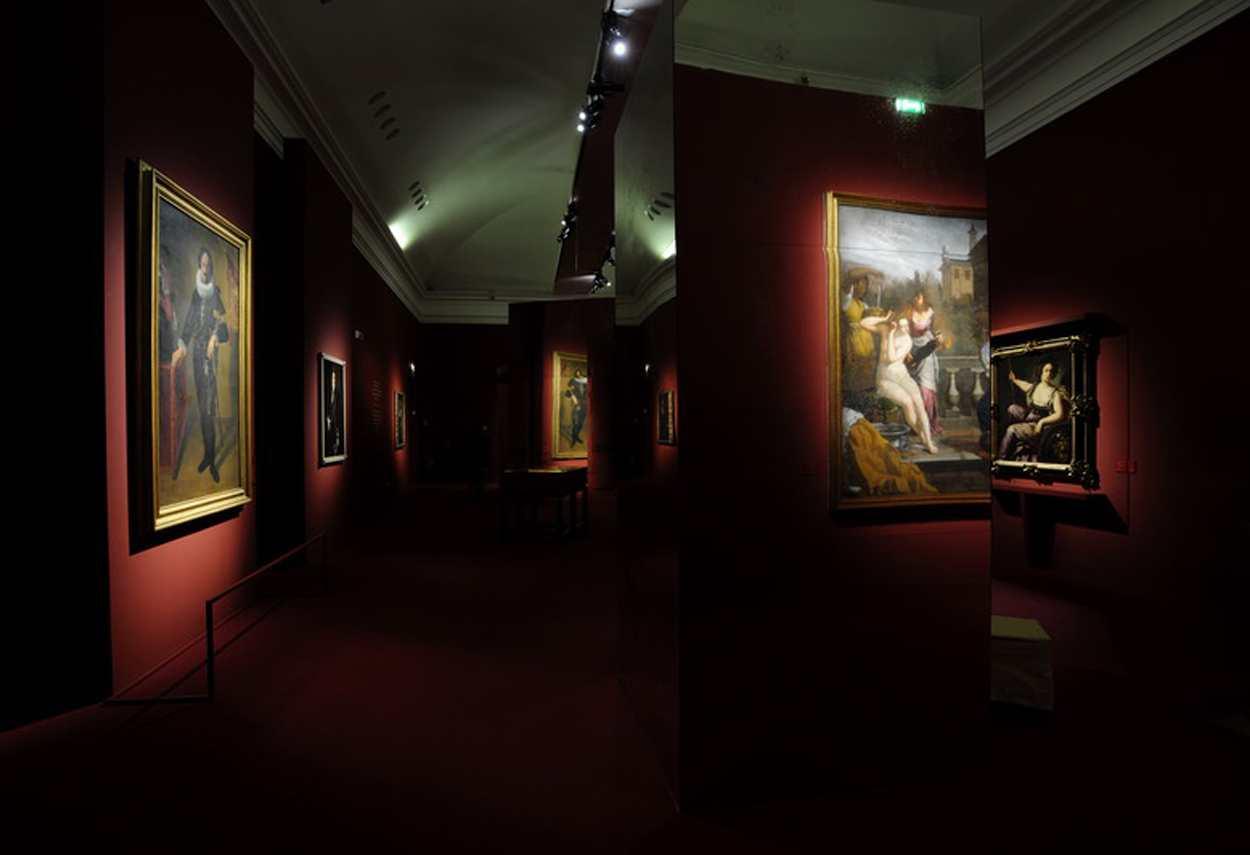 Royal Palace Artemisia Gentileschi Exhibition main room - museum lighting design