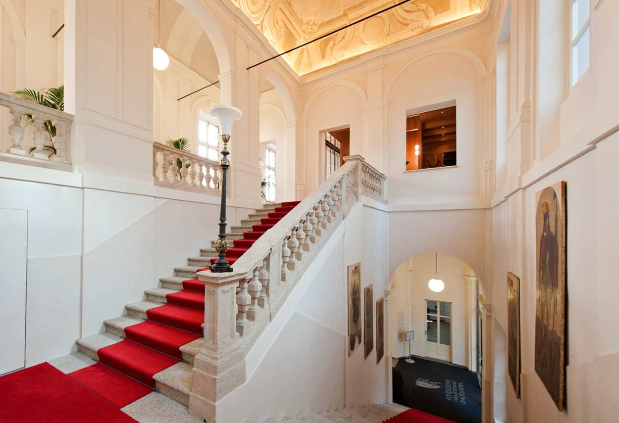 Alessandria Vetus Palace stair - architectural outdoor lighting