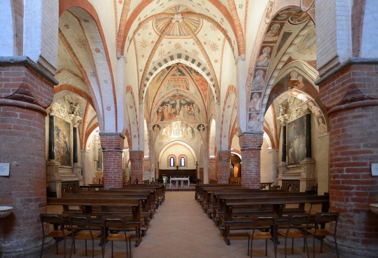 Church Lighting: Monastero di Viboldone - building lights
