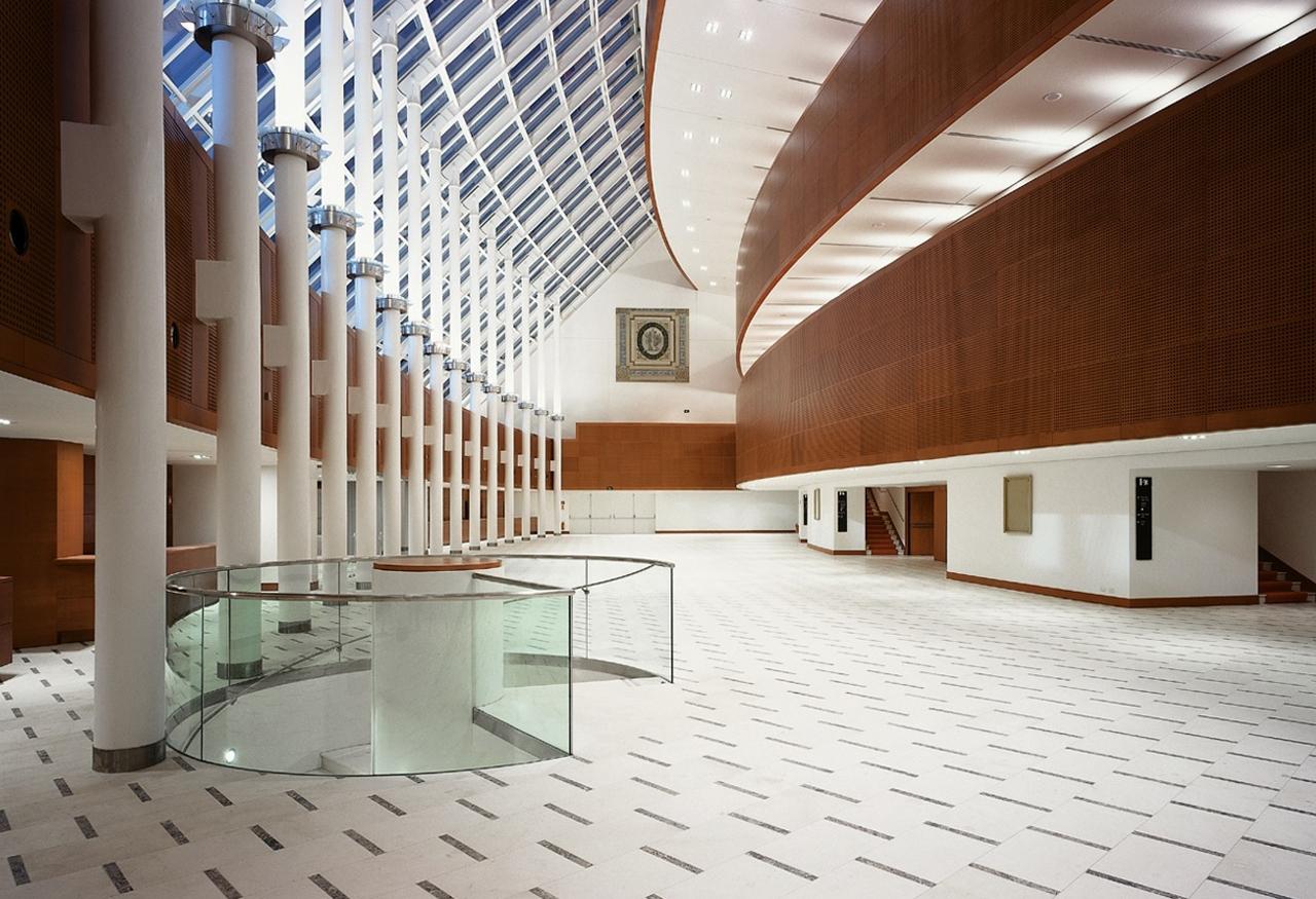 (2002 - Italy - Milan - Arcimboldi Theater - Hall)