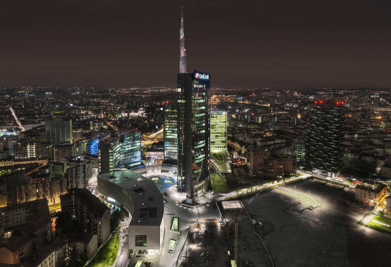 Night view of Porta Nuova Garibaldi Repubblica complex