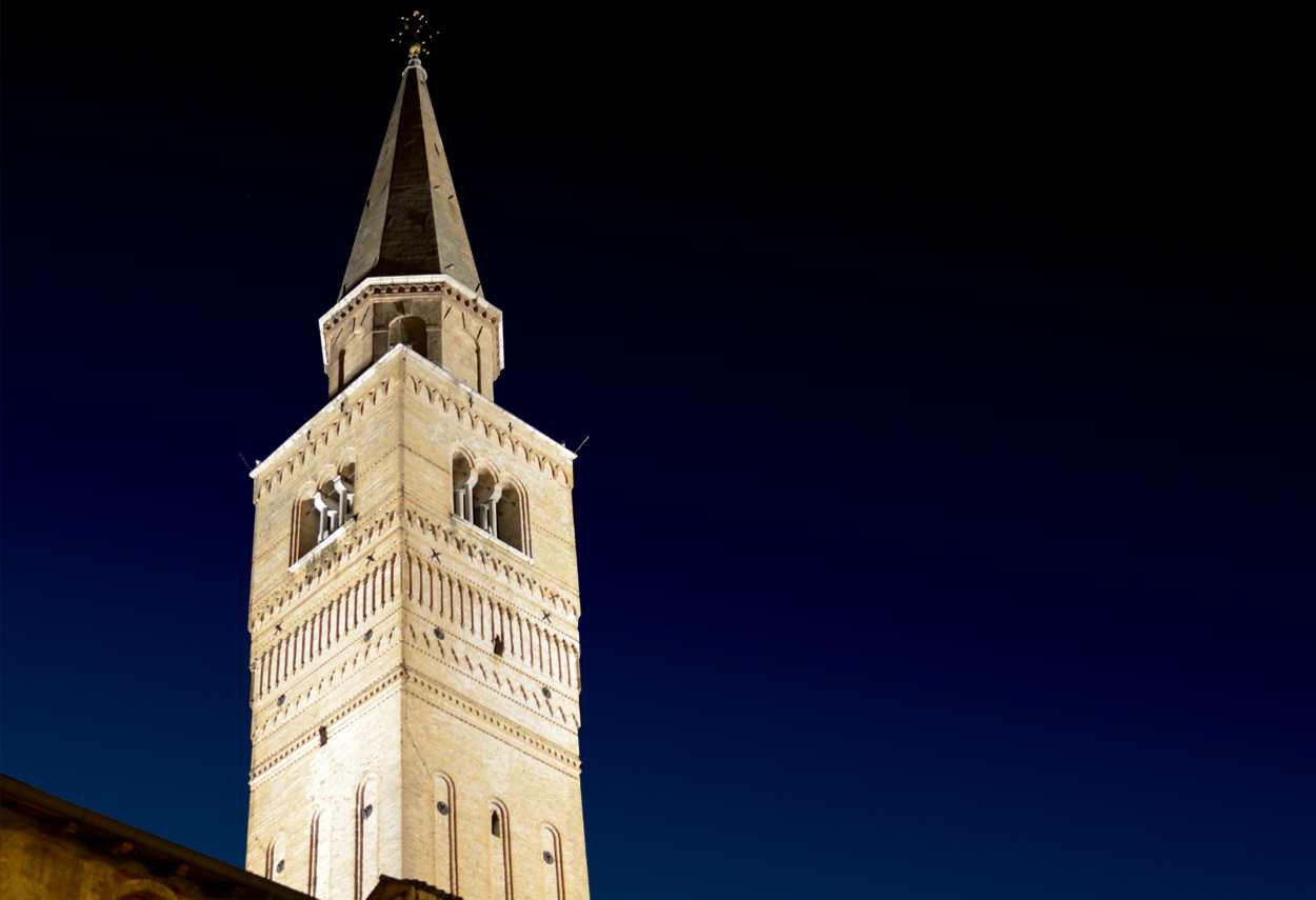 Pordenone St. Mark's Bell Tower illuminazione notturna - design luce
