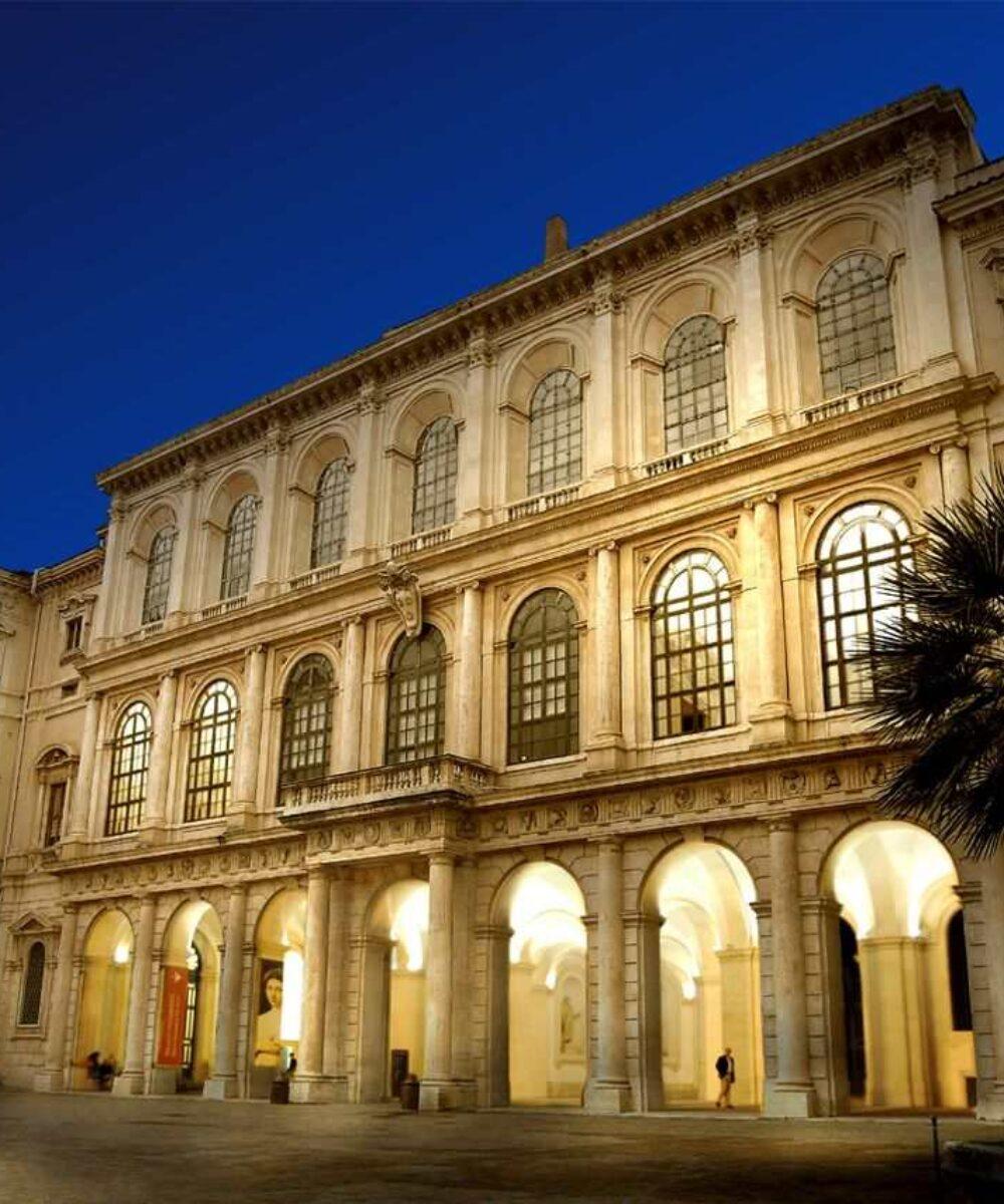 Rome Barberini Palace illuminazione esterna notturna