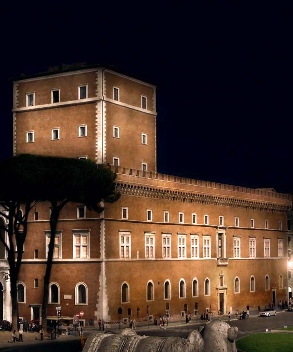 Rome Venezia Palace illuminazione esterna notturna