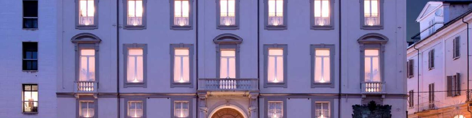 Alessandria Vetus Palace prospetto frontale illuminato