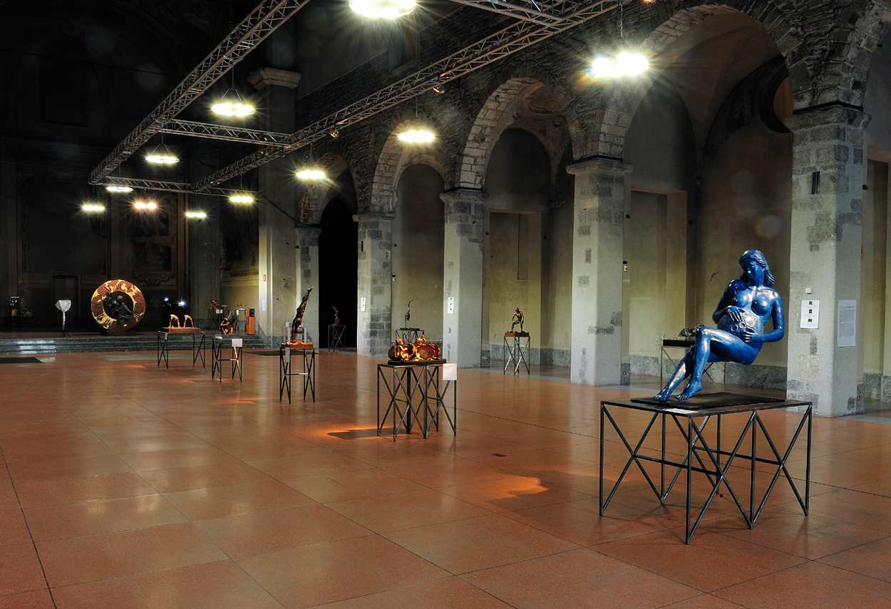 Ex St. Francis Church Silvano Bulgari Exhibitio vista d'insieme illuminazione esposizione