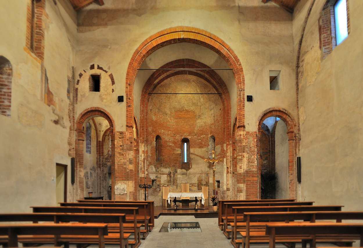 Church of Santa Maria Rossa vista dall'ingresso verso l'altare - design luce