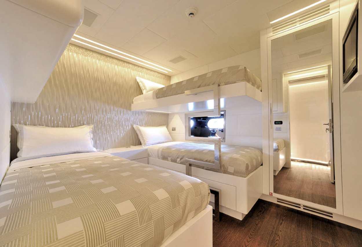 Yacht Mangusta 130 MAO interni - illuminazione vetrine