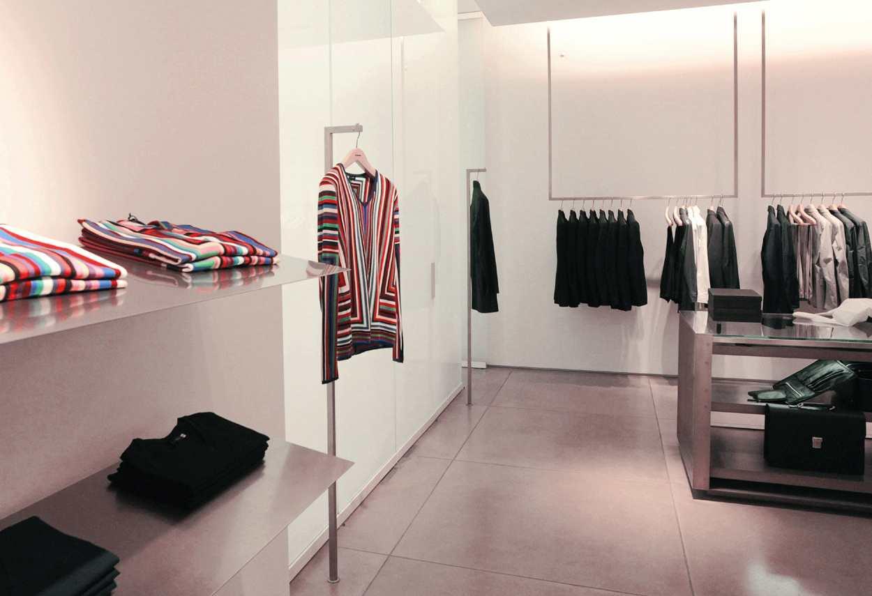 Jil Sander Showroom Milano dettaglio esposizione articoli - Illuminazione Vetrine