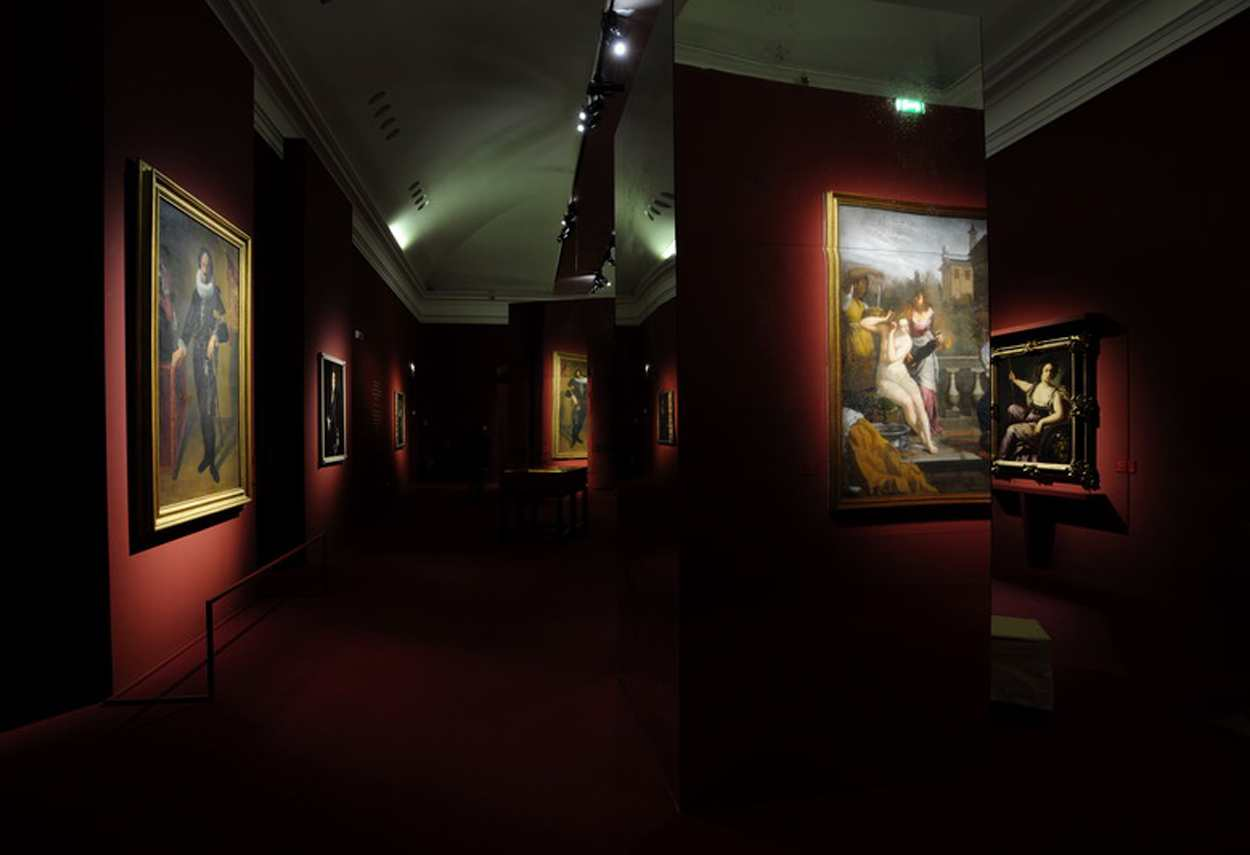 Royal Palace Artemisia Gentileschi Exhibition opere illuminate - illuminazione musei