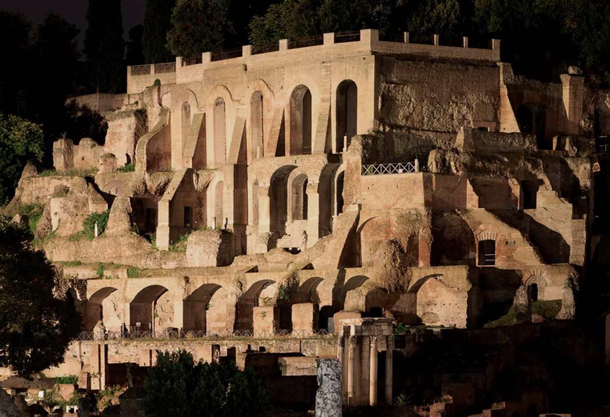 Rome Imperial Forums resti romani illuminati - illuminazione musei