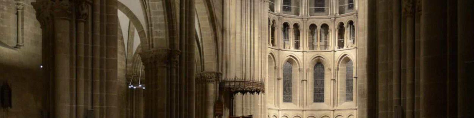 Switzerland Geneva Saint-Pierre Cathedral altare visto dall'ingresso - illuminazione musei