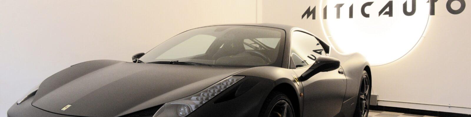 Showroom Miticauto a Colleferro Ferrari e Logo - illuminazione vetrine