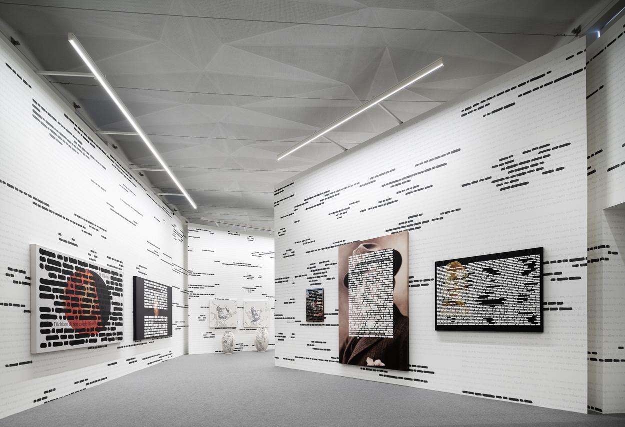 L'illuminazione adottata per il percorso espositivo della Mostra Isgrò