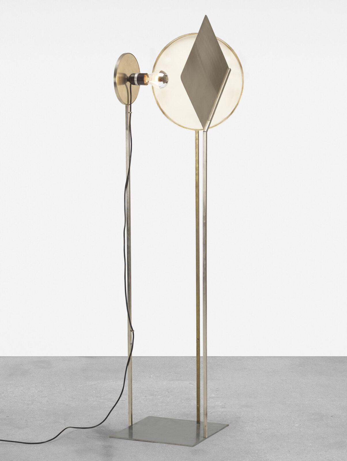 La lampada Shin, progettata da Vittorio Gregotti