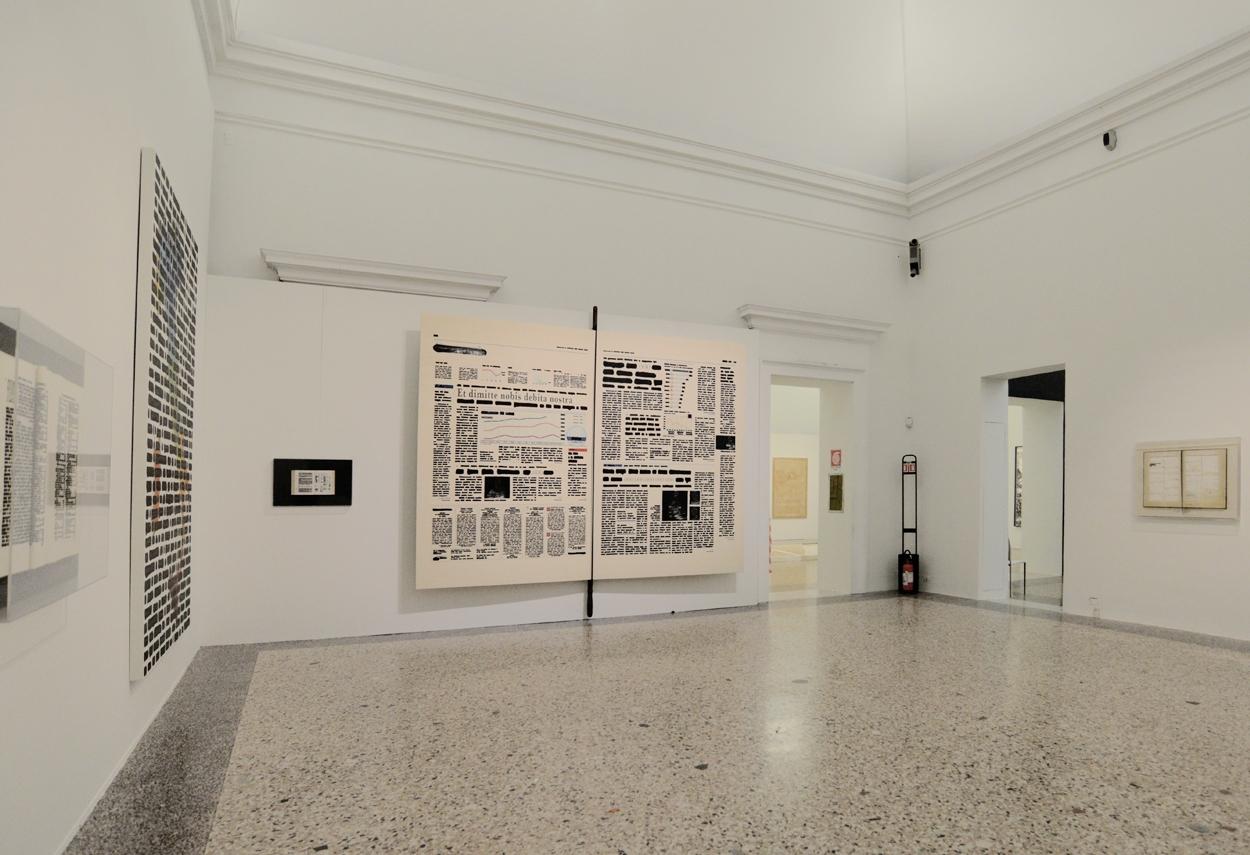 Mostra Isgrò a Palazzo Reale, vista sala con le opere esposte