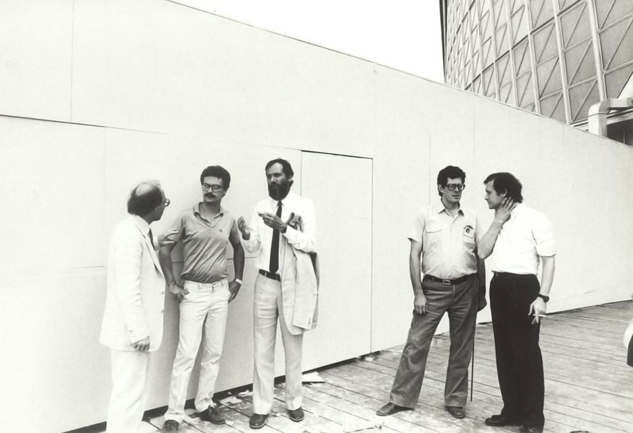 Renzo Piano e Piero Castiglioni si consultano durante un progetto
