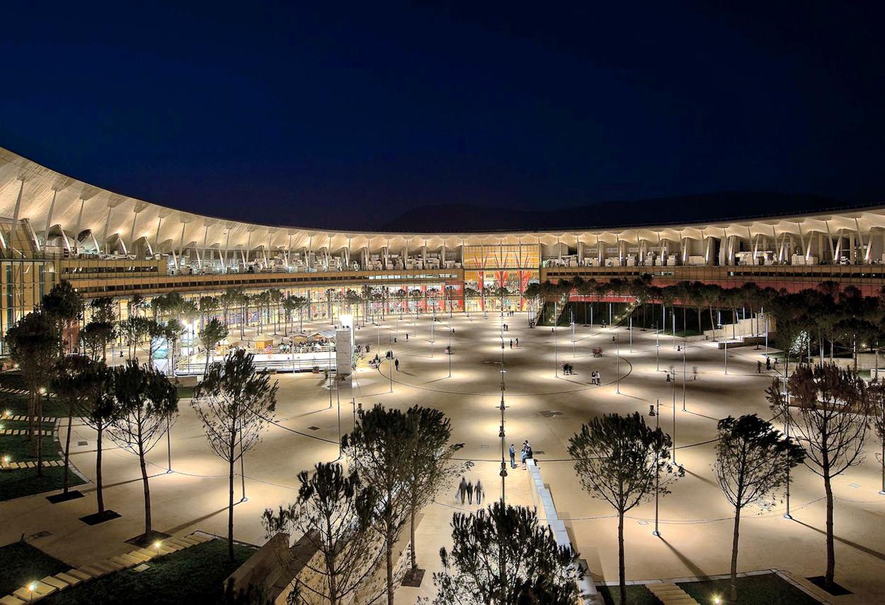 L'illuminazione notturna del centro servizi Vulcano Buono