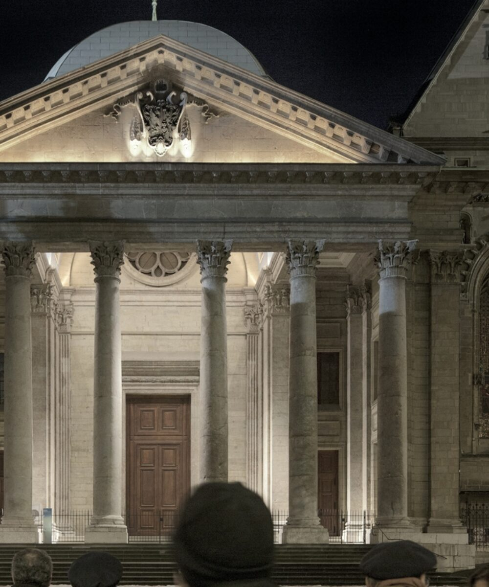 Vista notturna della Cattedrale di St.Pierre.