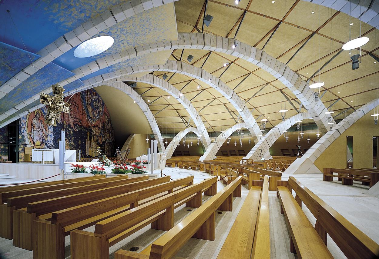 Illuminazione interna della sala del Santuario Padre Pio