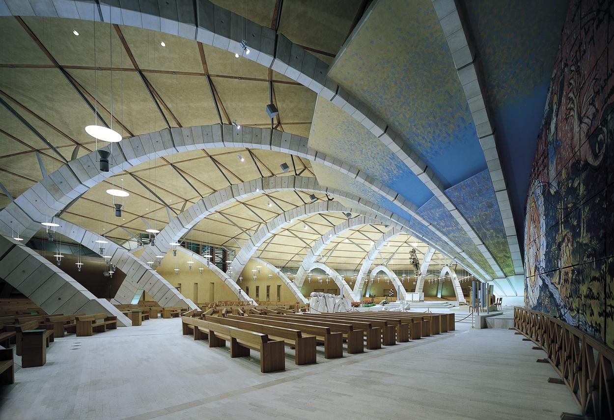 Vista della sala interna del Santuario