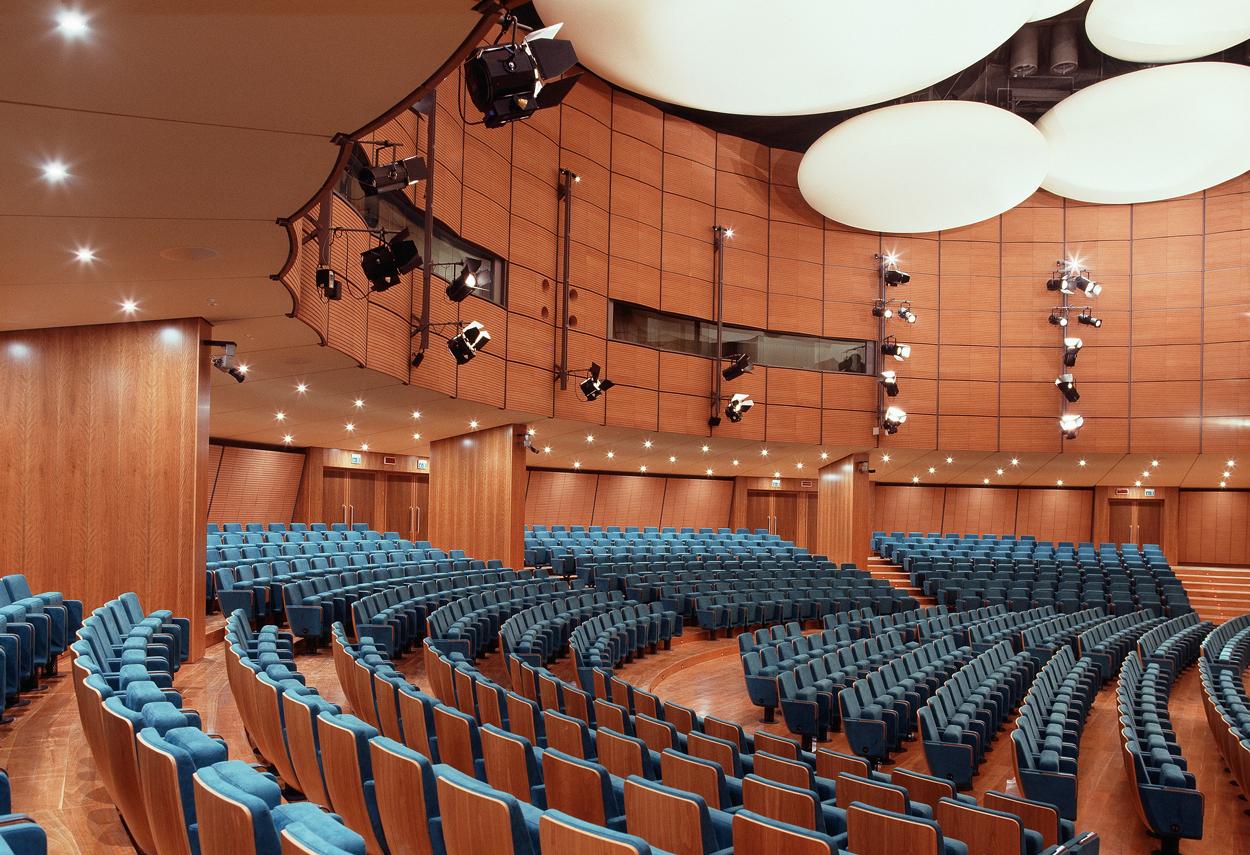 La sala Auditorium illuminata