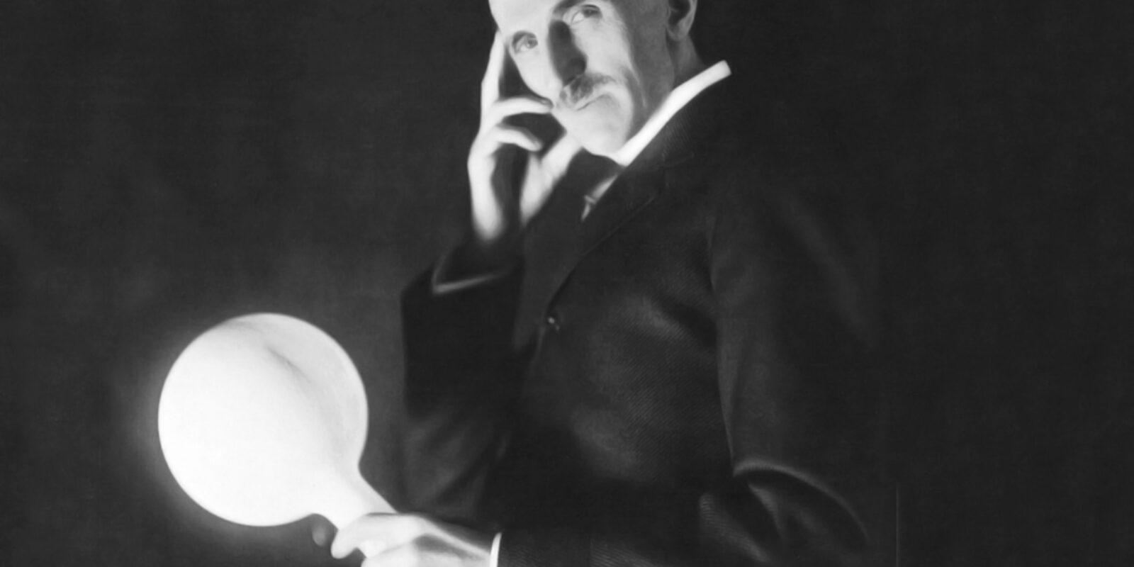 Nikola Tesla in un'autoritratto