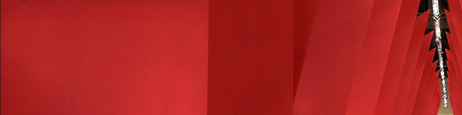 Ingresso della mostra allestita su Gianni Versace